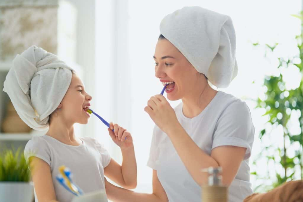 toothbrushing-technique mother and daughter